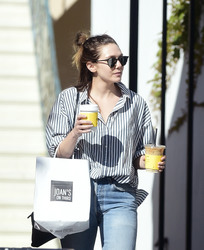 Elizabeth Olsen - Out for lunch in LA 3/29/18