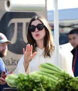 Anne Hathaway - Shopping at a farmers market in Studio City 3/25/18