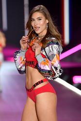 Grace Elizabeth - 2018 Victoria's Secret Fashion Show in NYC 11/8/2018 8d08611026340984