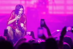 Dua Lipa - 2018 iHeartRadio Jingle Ball at Scotiabank Arena in Toronto 12/02/2018 b89bb41051508824