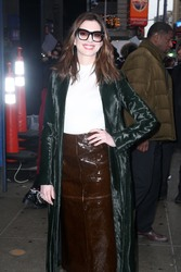 Anne Hatahway - Arriving at Good Morning America in NYC 1/23/19