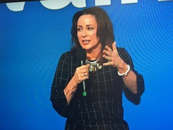 Patricia Heaton at Wal*Mart!