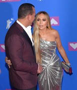 Дженнифер Лопез (Jennifer Lopez) MTV Video Music Awards, 20.08.2018 (95xHQ) E2b6ef955996714