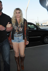 Kesha - At LAX Airport 3/25/18