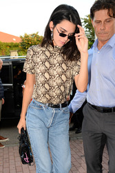Kendall Jenner - Out in Milan 9/20/2018 bb1179981300424