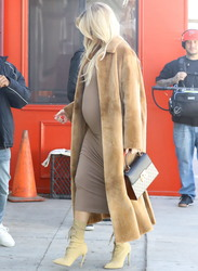 Khloe Kardashian - Shopping in Sherman Oaks 2/21/18