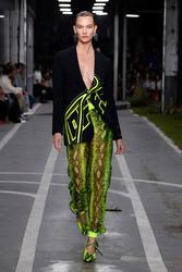 Karlie Kloss - Off-White Fashion Show in Paris 9/27/18