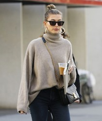 Hailey Baldwin - Out in LA 11/29/18