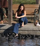 Selena Gomez at Lake Balboa park in Encino 02/02/2018d9c5f2737639763