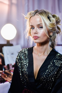 Frida Aasen - 2018 Victoria's Secret Fashion Show in NYC 11/8/2018 d1f69b1026198994