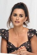 Penelope Cruz - Press Conference for Everybody Knows, in Toronto 9/10/18