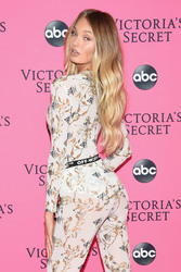 Romee Strijd - 2018 Victoria's Secret Viewing Party in NYC 12/2/2018 387abe1050738804