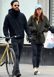 Aubrey Plaza - Hanging out with Justin Theroux in NYC 3/25/18