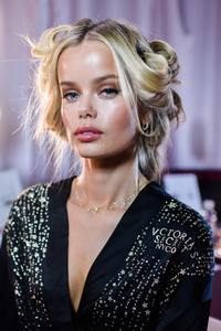 Frida Aasen - 2018 Victoria's Secret Fashion Show in NYC 11/8/2018 cf35541026198834