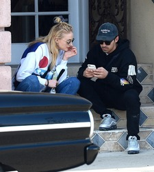 Sophie Turner - Pull over to take a quick break and phone call - Los Angeles, CA - April 4, 2018