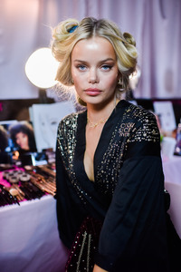 Frida Aasen - 2018 Victoria's Secret Fashion Show in NYC 11/8/2018 4b5bff1026199174
