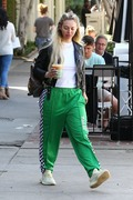 Corinne Olympios shows her excitement after a getting a treatment at the Kate Somerville Spa 25.03.2019 x22 05a3dc1174822654