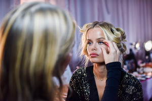 Frida Aasen - 2018 Victoria's Secret Fashion Show in NYC 11/8/2018 be45311026199524