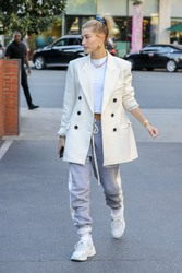 Hailey Baldwin - Out for dinner in Beverly Hills 12/4/2018 80a24f1053699884