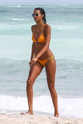 Lais Ribeiro - Bikini candids in Miami 2/20/18