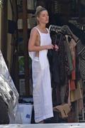 Amber Heard - Cleaning her garage in LA 7/30/2018 8cb37b932677464
