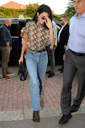 Kendall Jenner - Out in Milan 9/20/2018 3751a7981300224