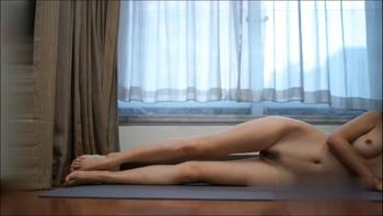 气质美女瑜伽老师 全裸瑜伽授课 阴毛太性感还是一线天逼[361MB]