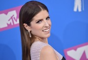 Анна Кендрик (Anna Kendrick) MTV Video Music Awards, 20.08.2018 - 90xHQ 05ee34955981954
