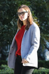 Jennifer Garner - Stops by Ben Affleck's house in LA 12/1/18