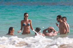 Izabel Goulart in Bikini candids on the beach in Fernando de Noronha 01/03/2018181fcd707994663