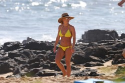 Britney Spears Wearing a Bikini at a Beach in Hawaii - 1/3/18