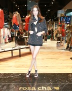 Alessandra Ambrosio - Rosa Cha store opening in LA 11/2/2018 c5e54b1023801844
