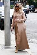 Khloe Kardashian - Shopping in LA 3/7/18