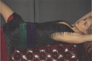 Leelee Sobieski -  Magazine scan x1 (laying on sofa)