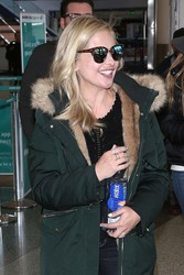 Sarah Michelle Gellar - At LAX Airport 4/10/18