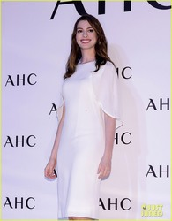 "Anne Hathaway - AHC's ""Sharing the Joy of Beauty with Anne Hathaway"" Photocall in Seoul 2/27/18"