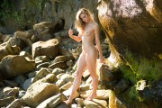 http://thumbs2.imagebam.com/b8/99/33/18388a702771273.jpg