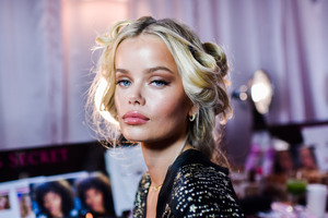 Frida Aasen - 2018 Victoria's Secret Fashion Show in NYC 11/8/2018 654f9d1026200054