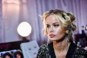 Frida Aasen - 2018 Victoria's Secret Fashion Show in NYC 11/8/2018 3588f51026199664
