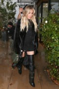 Khloe Kardashian - Out for lunch in Woodland Hills 1/9/18