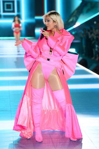 Bebe Rexha - 2018 Victoria's Secret Fashion Show in NYC 11/8/2018 3f69d11026340254