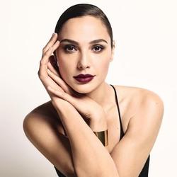 Gal Gadot - Revlon 'Super Lustrous Lipstick' 2018