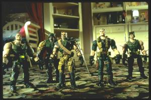 Солдатики / Small soldiers (1998) Кирстен Данст , Томми Ли Джонс (голос) 292abf937752274