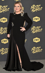 Kelly Clarkson - 2018 CMT Music Awards in Nashville 6/6/18