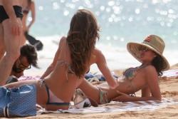 Izabel Goulart in Bikini candids on the beach in Fernando de Noronha 01/03/20180154e9707994643