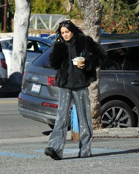 Vanessa Hudgens - Getting coffee in Los Feliz 12/30/18
