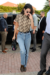 Kendall Jenner - Out in Milan 9/20/2018 fc4eab981300194