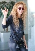 Shakira - Catching a flight out of Barcelona 5/31/18