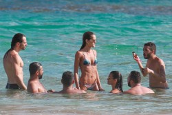 Izabel Goulart in Bikini candids on the beach in Fernando de Noronha 01/03/2018d77109707994673