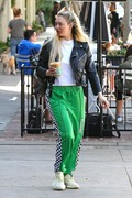 Corinne Olympios shows her excitement after a getting a treatment at the Kate Somerville Spa 25.03.2019 x22 C5863f1174822644
